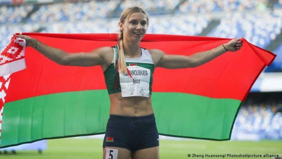 Dan visado humanitario a Krystsina Tsimanouskaya tras supuestas amenazas de bielorrusos