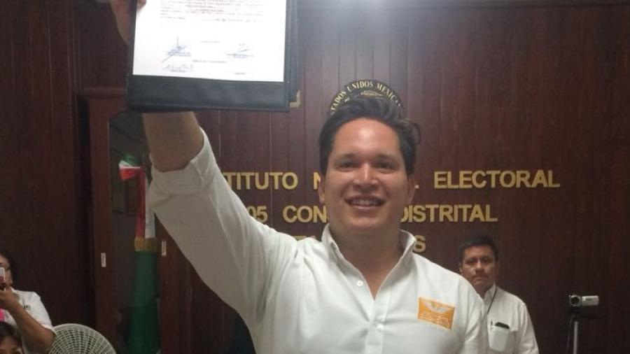 Recibe Mario Ramos constancia como diputado electo del 05 Distrito