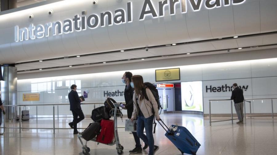 Inglaterra rebaja cuarentena de viajes a 5 días con pruebas