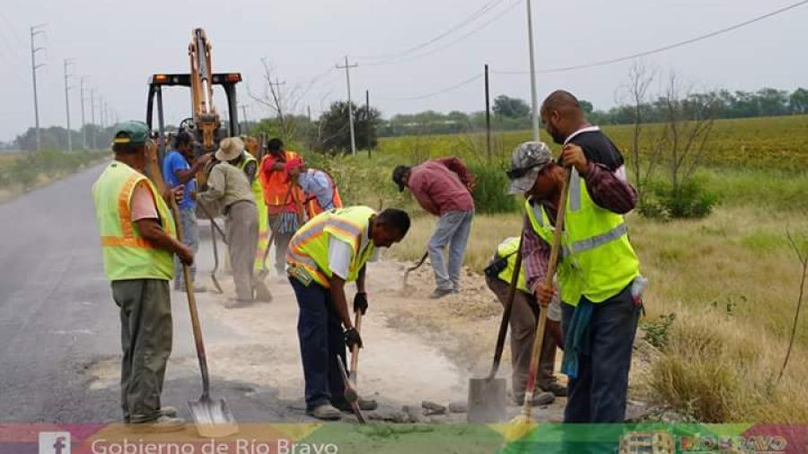 Realizan trabajos de bacheo en Río Bravo