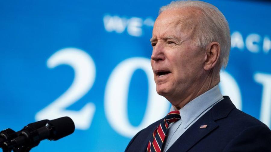 Joe Biden afirma que se trabaja en inversiones para reducir emisiones de carbono por la mitad