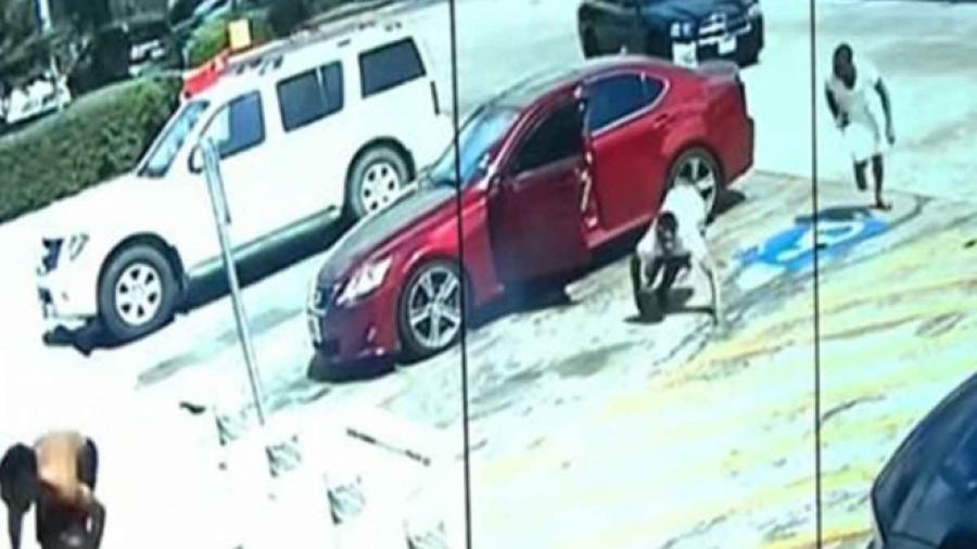 Hombre en Houston le dispara a tres sujetos que lanzaron piropos a su novia
