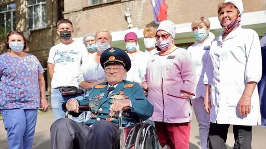 Abuelito ruso vence al Covid-19 a los 102 años de edad