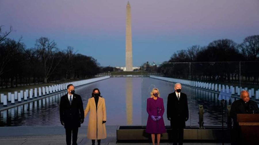 Joe Biden y Kamala Harris homenajean a los muertos por COVID-19 en EU