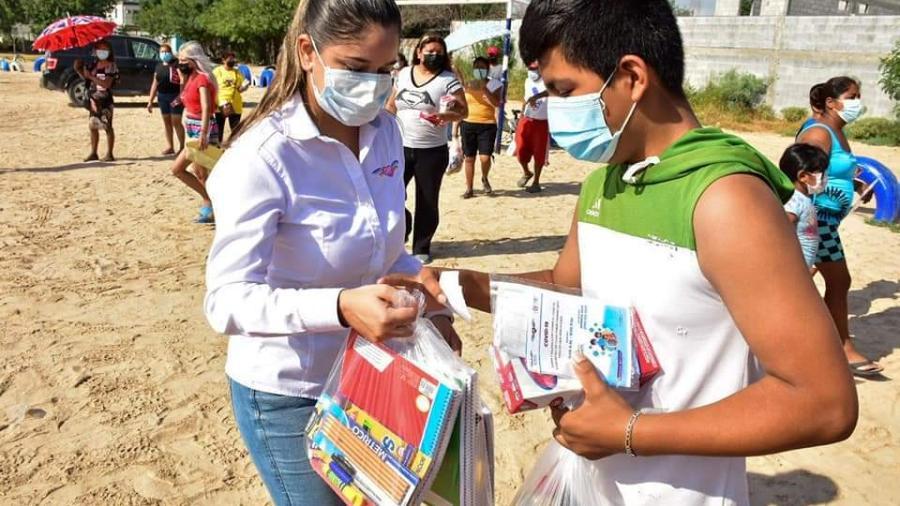 DIF Reynosa apoya la economía familiar con la entrega de útiles escolares a menores
