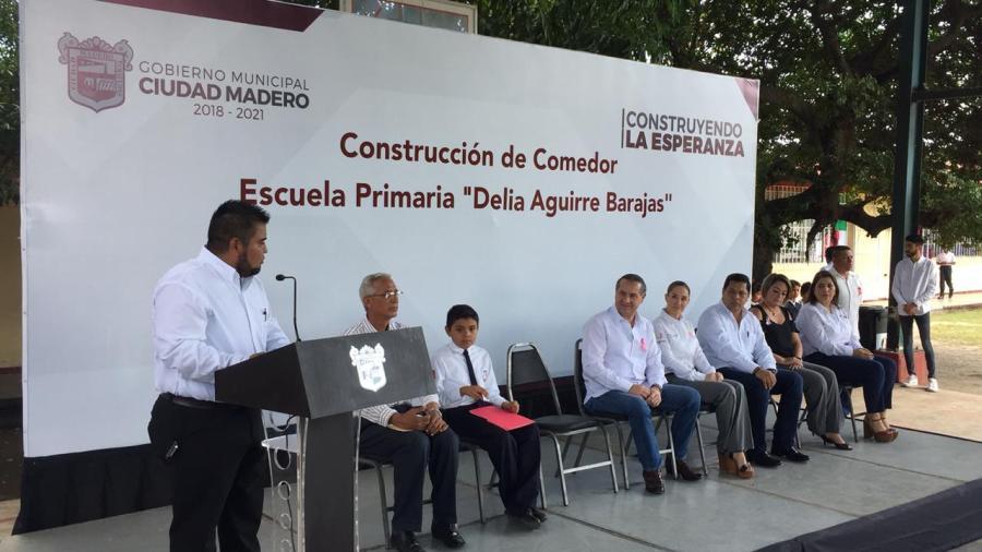 Adrián Oseguera emprende acciones para elevar la calidad en la educación