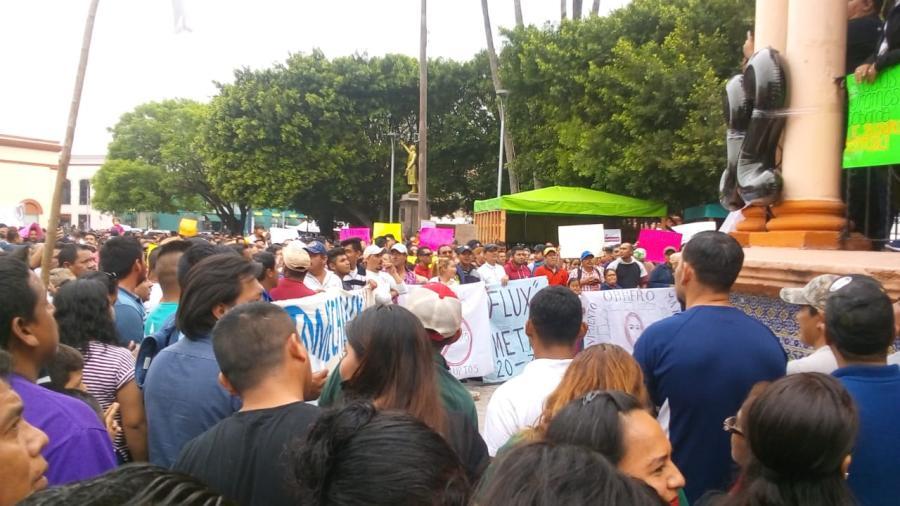 Nuevamente se concentran miles de trabajadores en la plaza principal de Matamoros