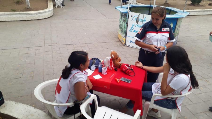 Socorristas y voluntarios de Cruz Roja, colectan juguetes