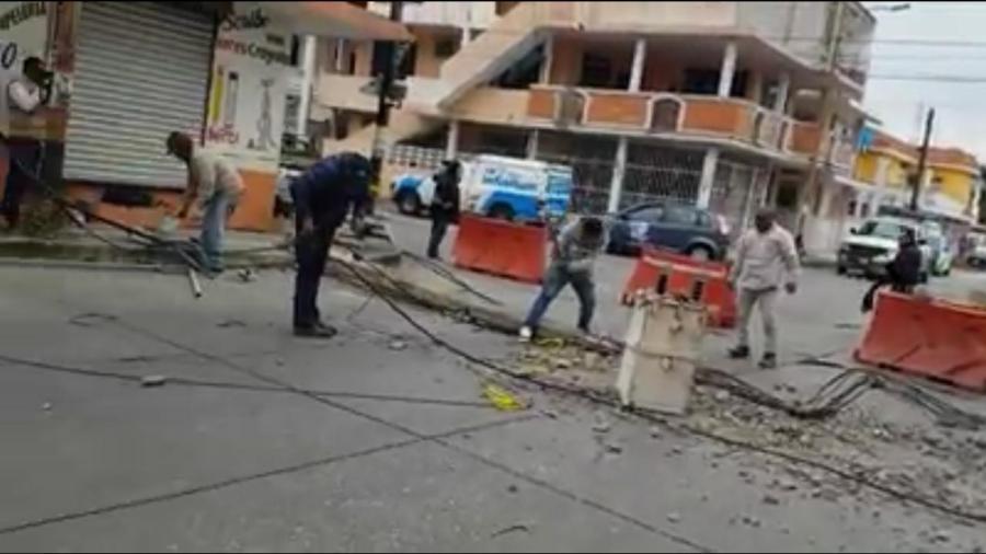 Caen 7 postes de luz en Ciudad Madero