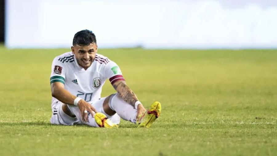 Se lesiona Alexis Vega en el encuentro del TRI contra El Salvador