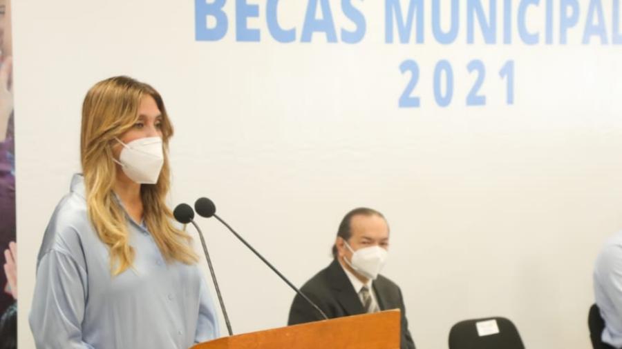 Becas siguen entregándose a beneficiarios: Alcaldesa Maki Ortiz