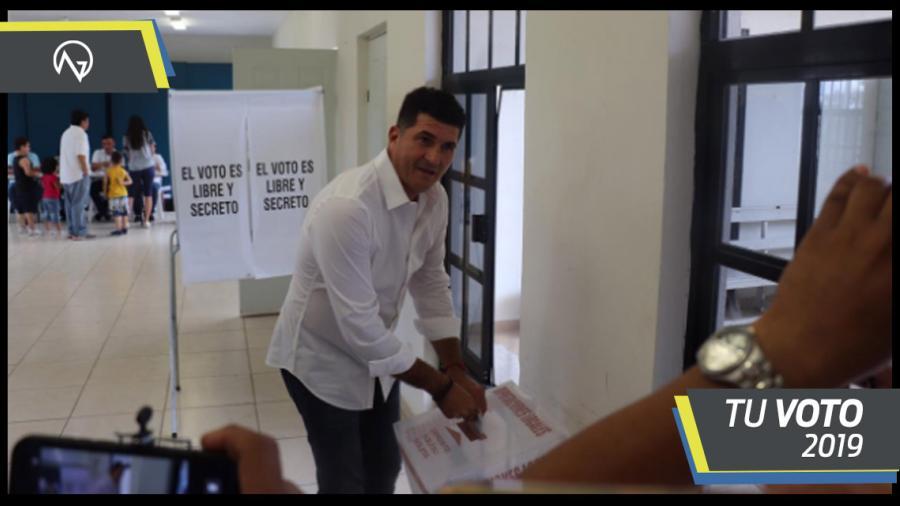 Miguel Ángel Gómez Orta emite su voto