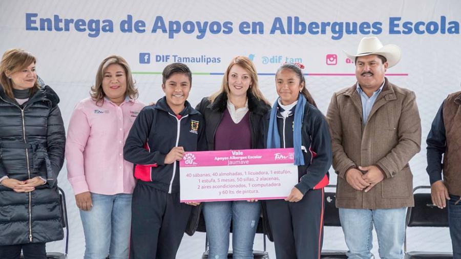 """Entregan apoyo a albergue escolar """"Profr. Mario Aguilera Dorantes"""""""