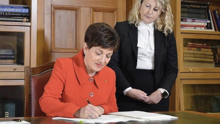 Aprueba Nueva Zelanda ley para prohibir armas