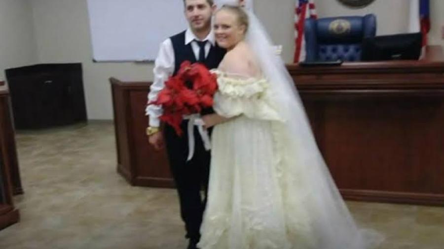 Recién casados mueren en choque al salir de su boda