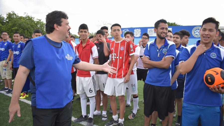 Inaugura Presidente Municipal Torneo de Futbol Rápido Juvenil
