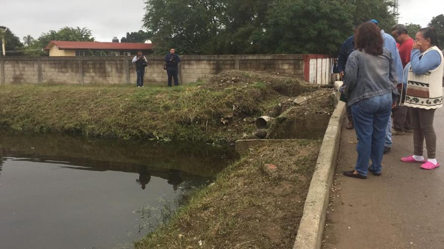 Piden colonos de la Emiliano Zapata banqueta con pasamanos en peligroso puente