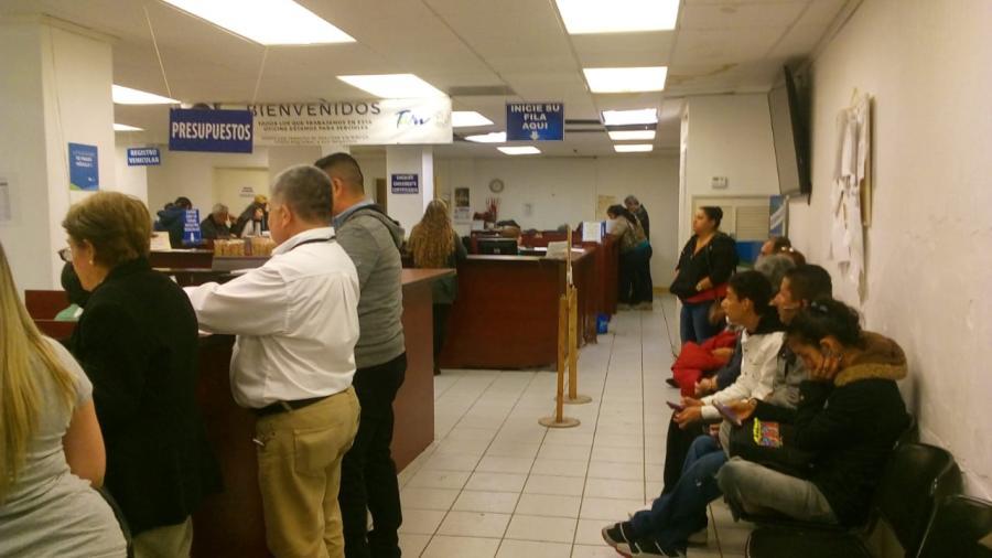 Largas filas para citas en Oficina Fiscal