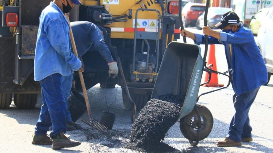 Trabaja Ayuntamiento en rehabilitación de pavimento