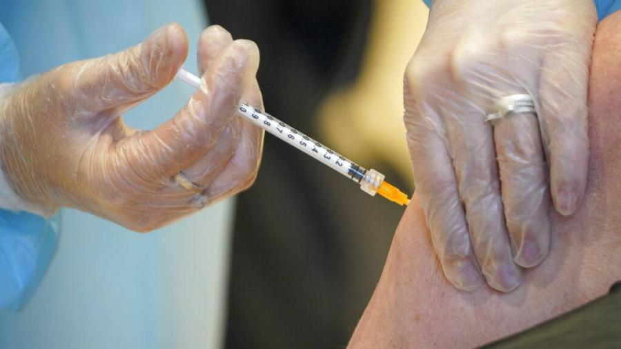 Eslovaquia suspende vacunas de AstraZeneca tras muerte por trombosis