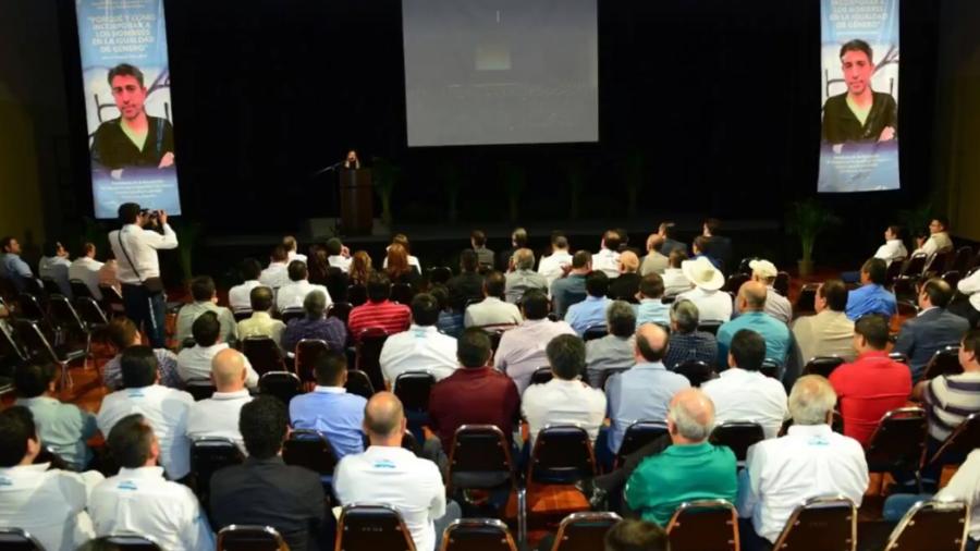 Realizan conferencia sobre hombres en la igualdad de género