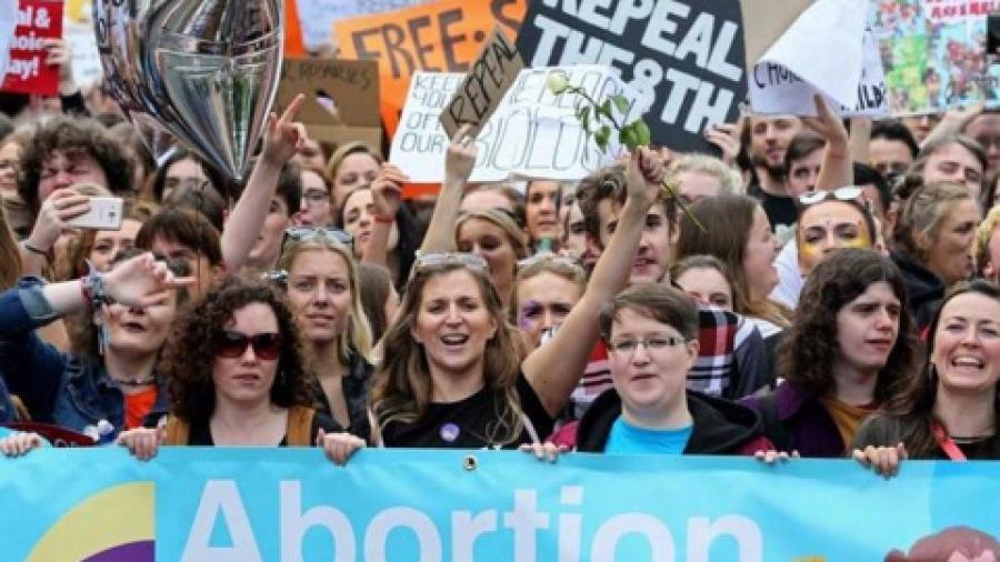 Irlanda aprueba el aborto legal