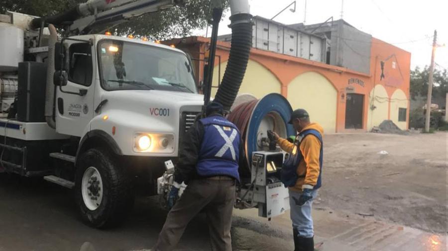 Comapa trabaja con equipo vactor