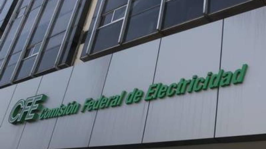 Vecinos de la Ernesto Zedillo bloquean el acceso a la CFE