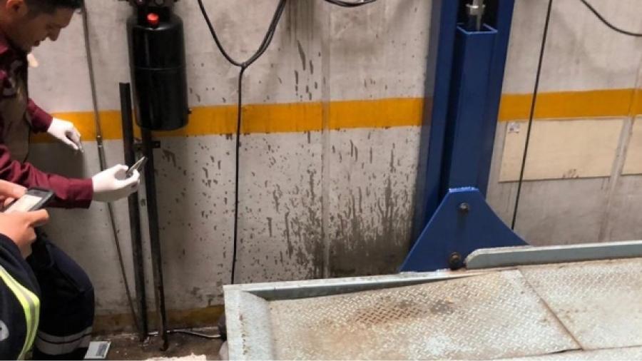 Trabajador de mantenimiento muere aplastado por elevador