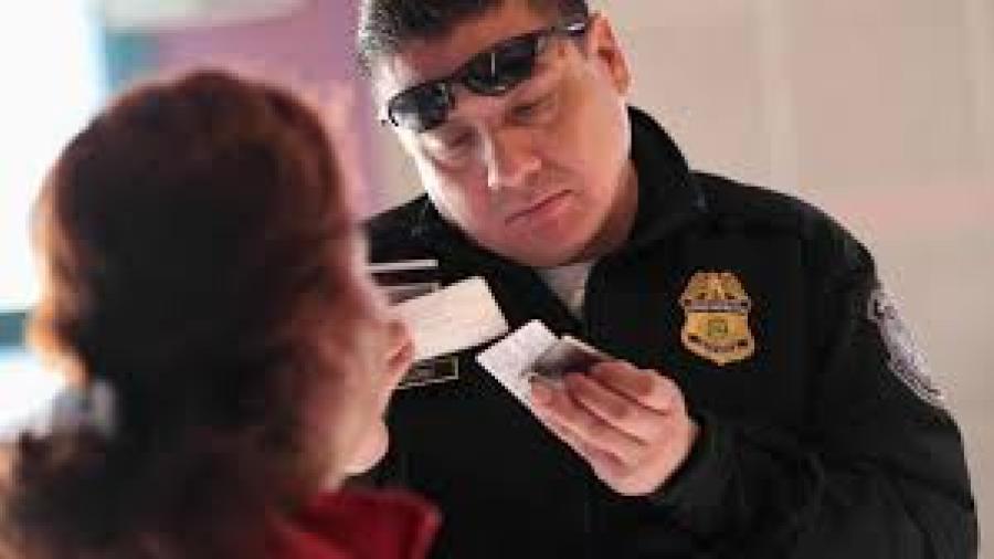 Gobierno de EE.UU analizará huellas dactilares antiguas para retirar ciudadanía a inmigrantes