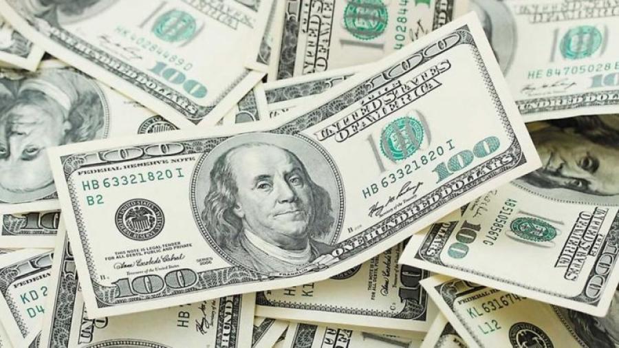 Dólar se cotiza a la venta en 19.30 pesos en el AICM