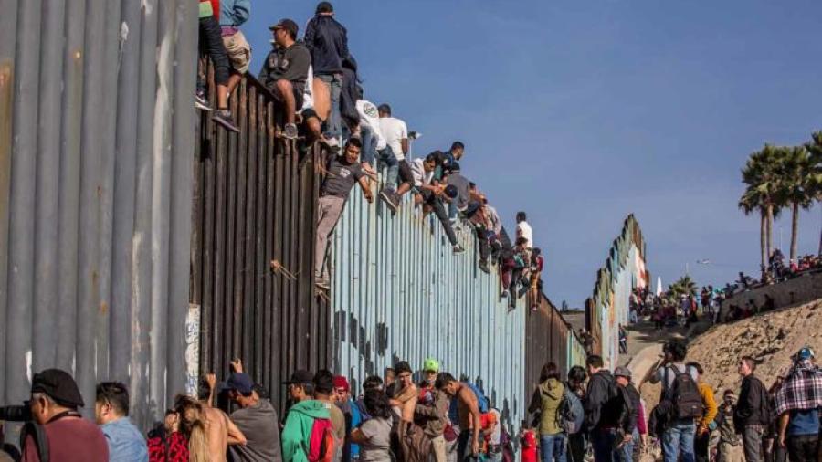 EU retorna a familias de caravana migrante