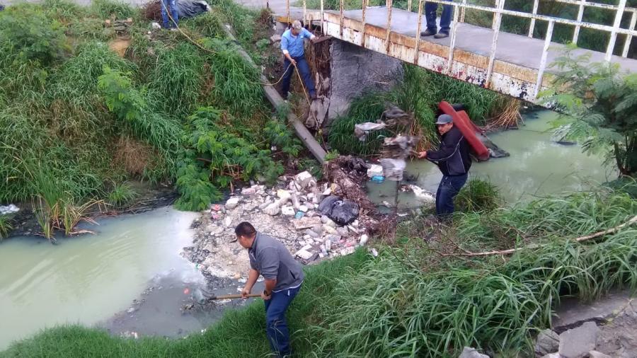 Levantan toneladas de basura de los drenes hidráulicos en Matamoros