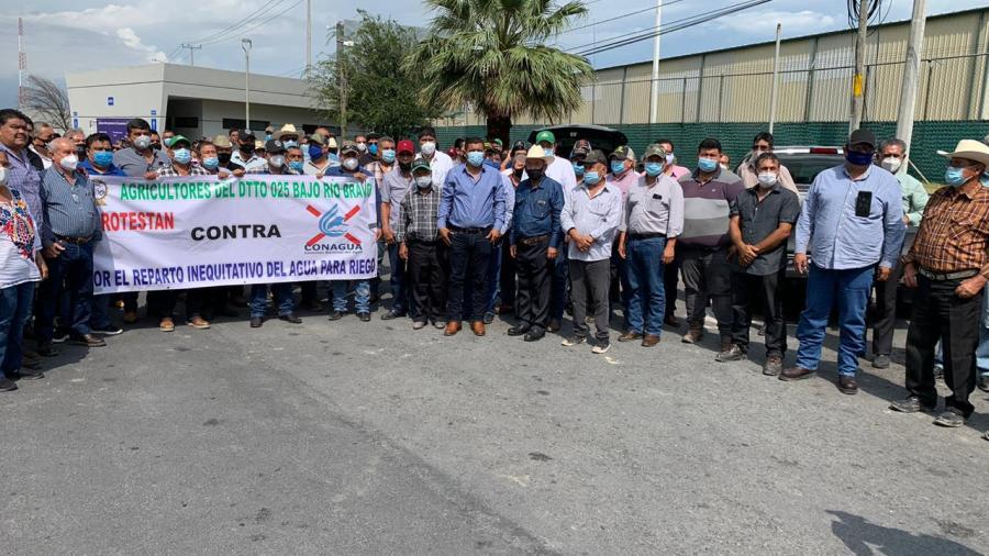 Integrantes del Distrito Riego de Río Bravo se manifiestan en oficinas de Conagua