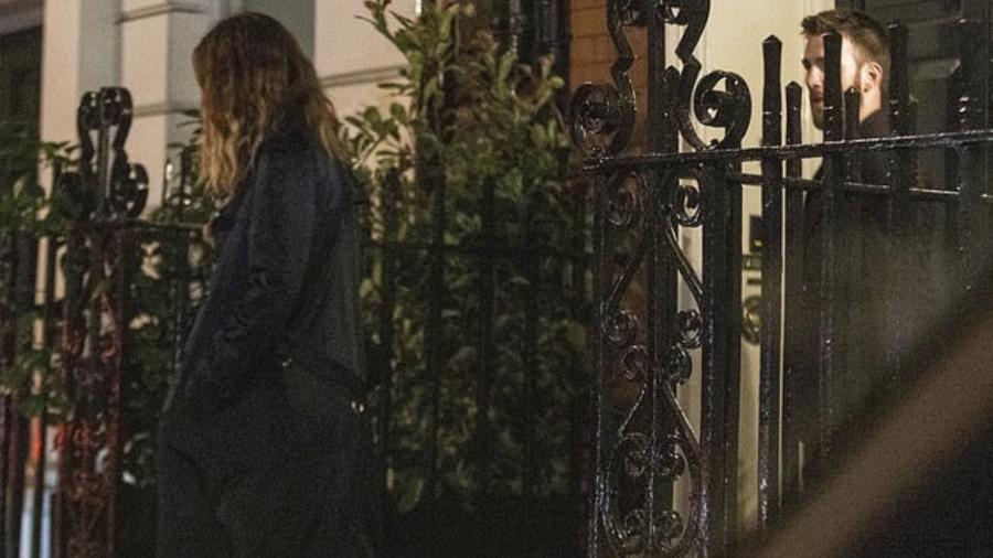 ¿Nuevo romance? Captan a Lily James y Chris Evans juntos en Londres