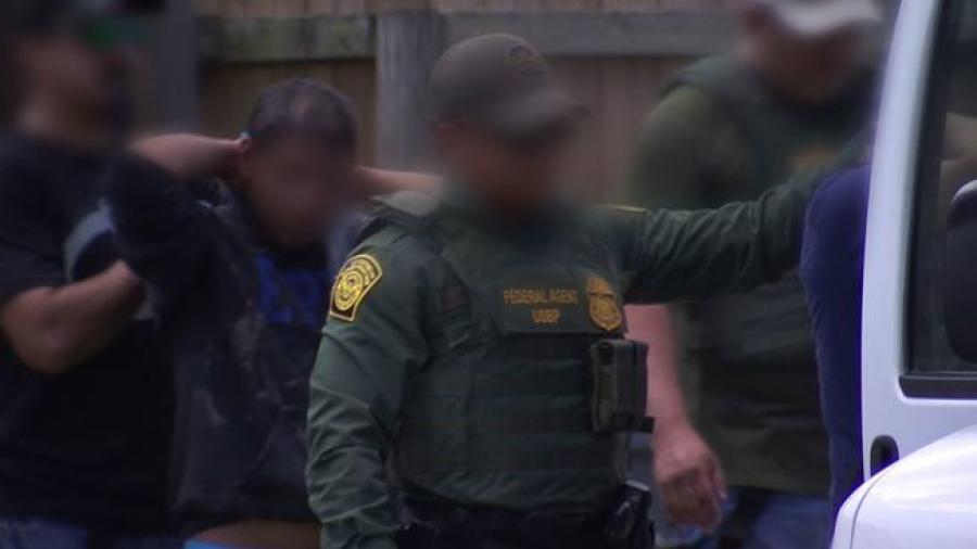 Catean casa de seguridad, detienen a 47 inmigrantes
