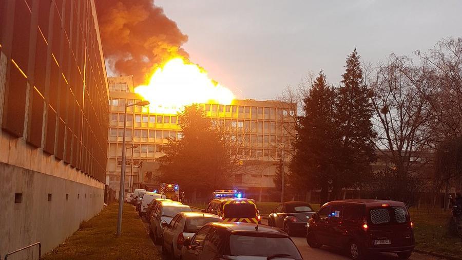 Se registra una fuerte explosión en una universidad de Lyon
