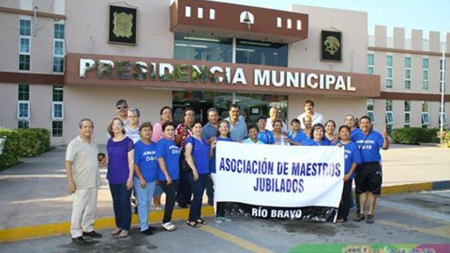 Ayuntamiento apoya a maestros jubilados