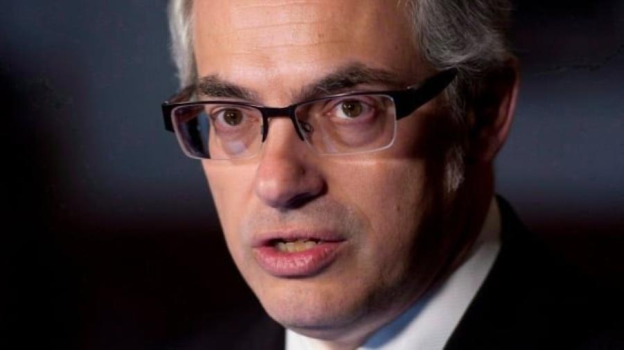 Tony Clement renuncia a sus deberes comunes por escándalo sexual