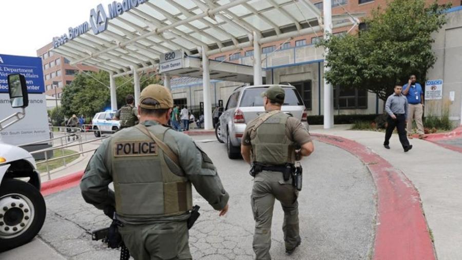 Detienen a hombre armado en hospital de Chicago