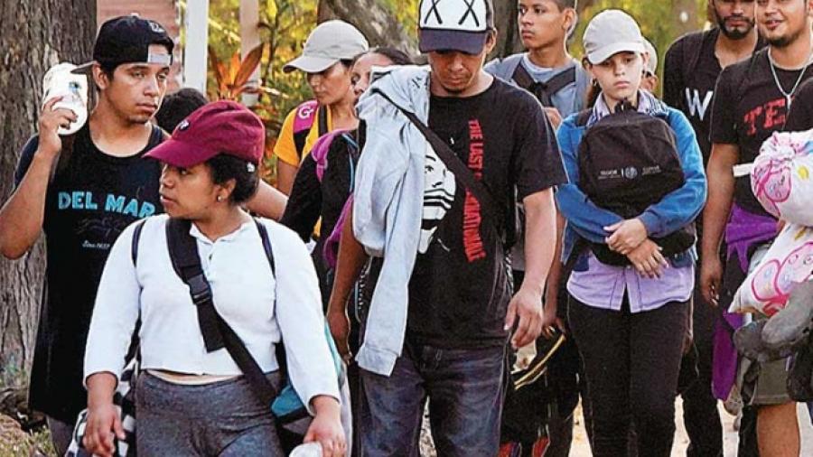 Continúan centroamericanos su camino por México
