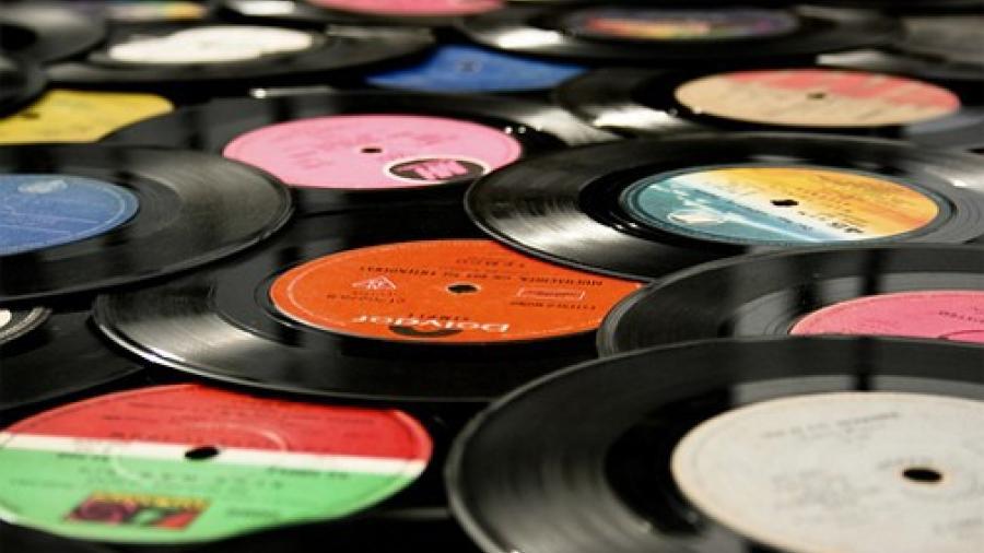 Por primera vez en 40 años, vinilos tienen mayores ventas que CDs