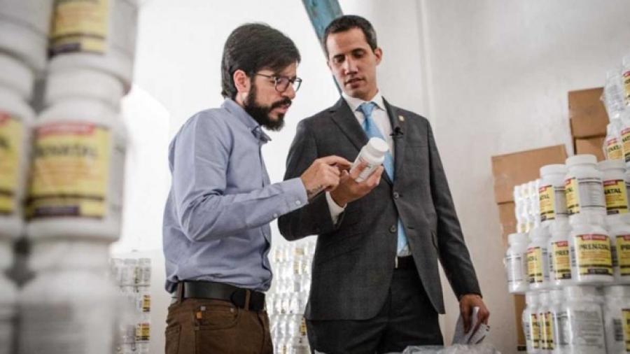 Guaidó entrega primer paquete de ayuda humanitaria