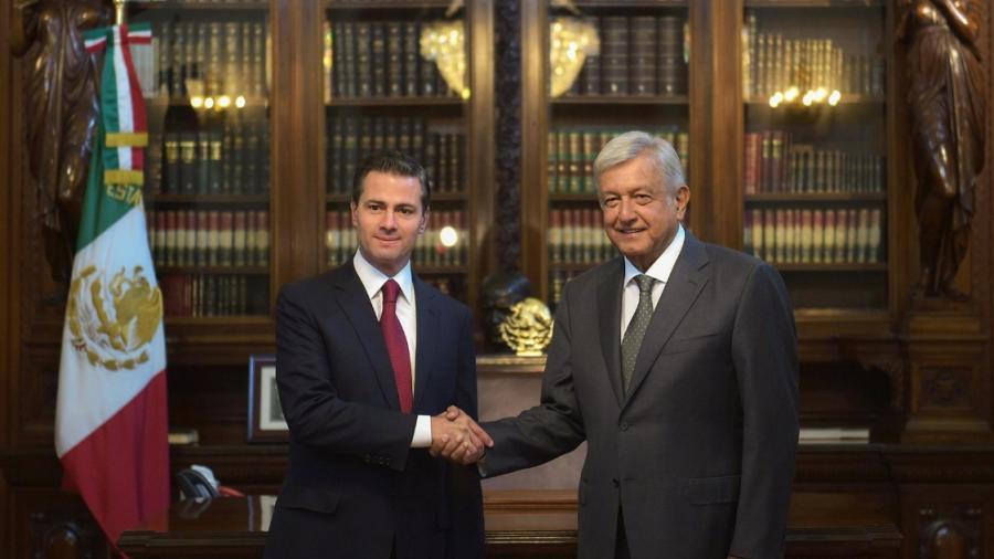 AMLO se reúne con EPN en Palacio Nacional