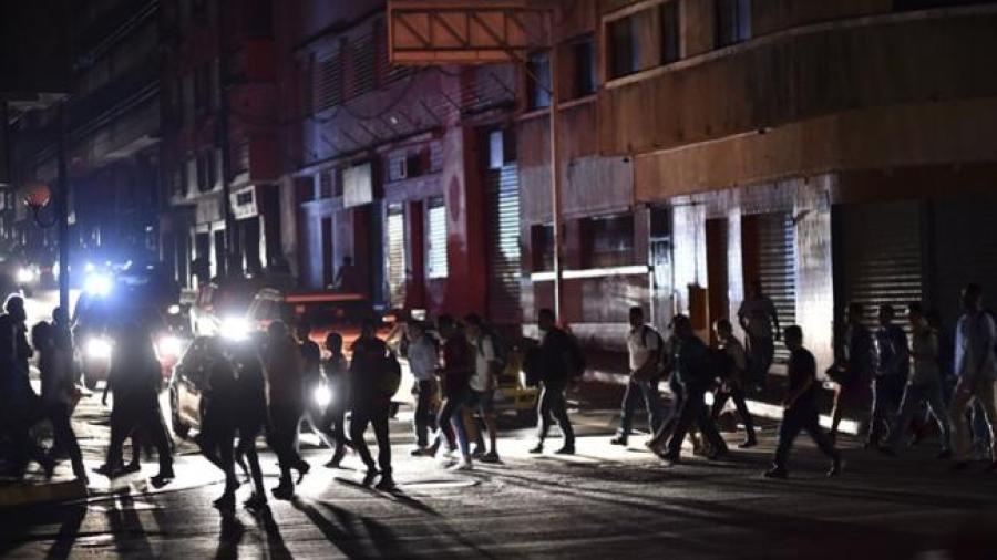 Suspenden actividades laborales y escolares en Venezuela