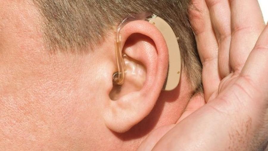 Otorgarán aparatos auditivos sin costo a niños y jóvenes
