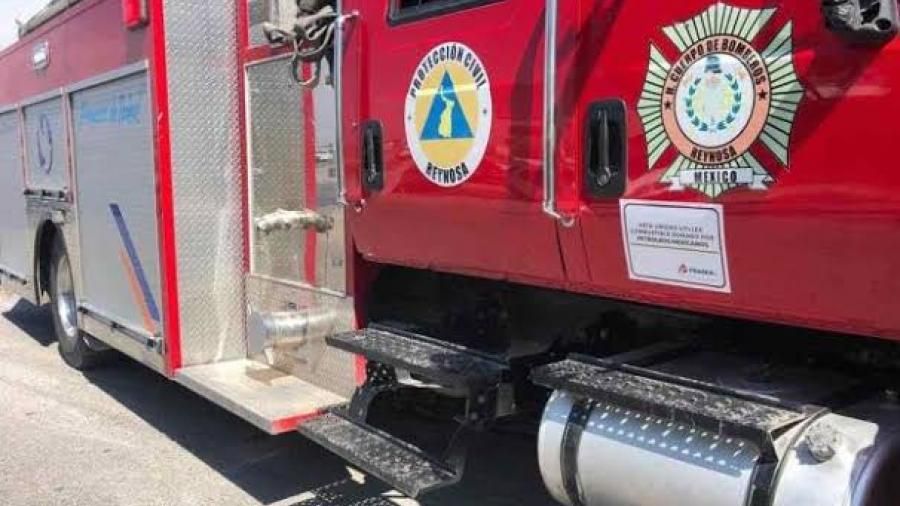 Evitan bomberos explosión de una camioneta en Río Bravo