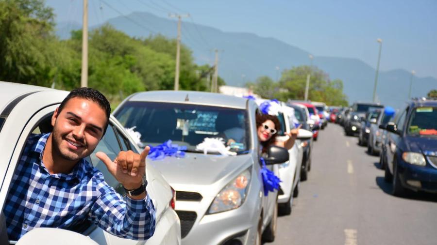 Caravana panista reúne 4 mil vehículos y muestran respaldo a gobernador