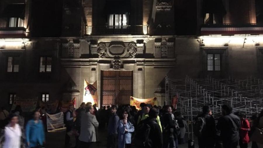 Grupos de manifestantes bloquean accesos a Palacio Nacional