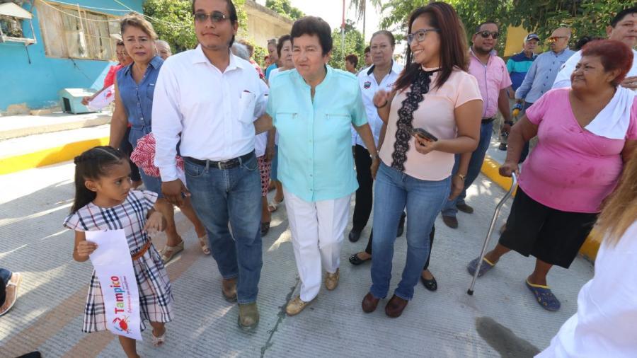 Inaugura Magda Peraza pavimentaciones en la Morelos y Cascajal
